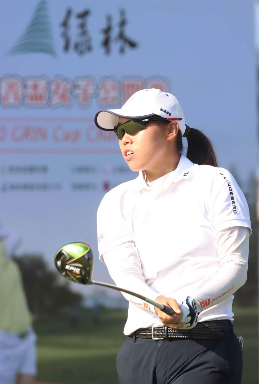 業餘選手安禾佑在綠林女子公開賽首回合繳出67桿暫居領先。(TLPGA提供)