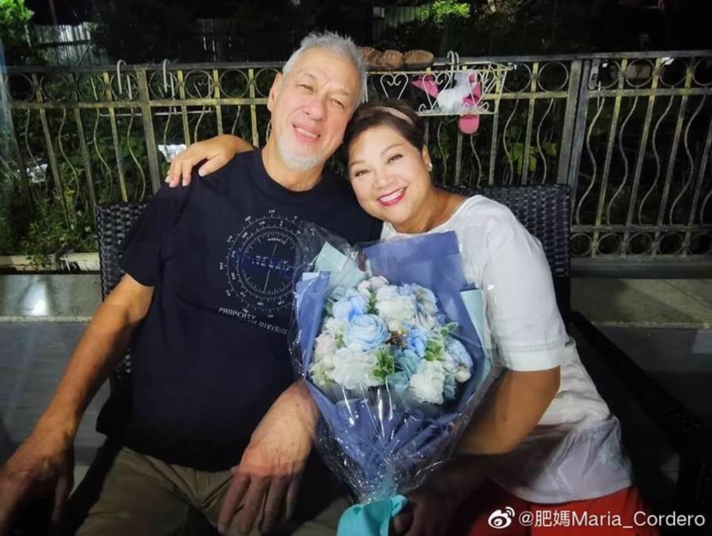 肥媽與老公Rick結婚21年,夫婦感情恩愛。(取自肥媽微博)