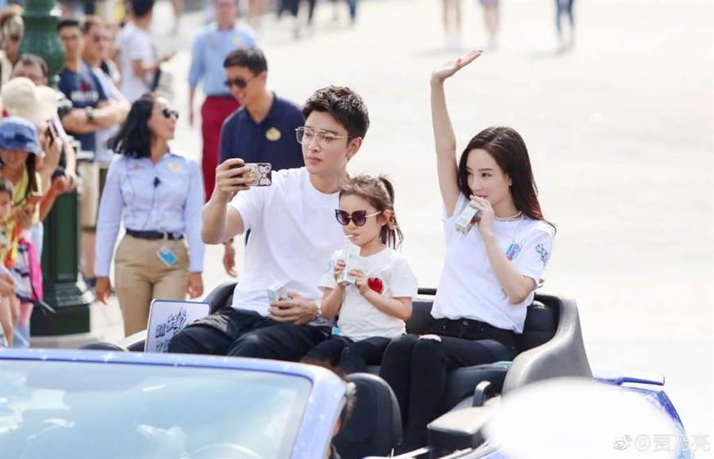 李小璐、賈乃亮去年宣布離婚,一家三口幸福家庭破碎。(取自賈乃亮微博)