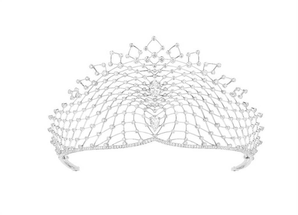 CHAUMET Lacis系列18K白金全鑲皇冠,兩顆逾5克拉與逾2克拉的鑽石猶如懸浮在皇冠上,約4500萬元。(CHAUMET提供)