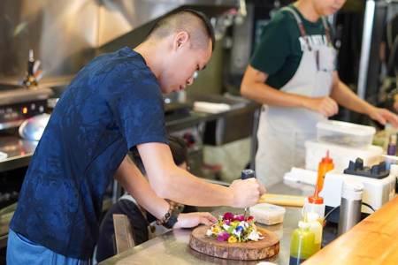 【米其林前哨】靜謐巷弄間的驚喜美味!新銳主廚天天種菜端繽紛料理
