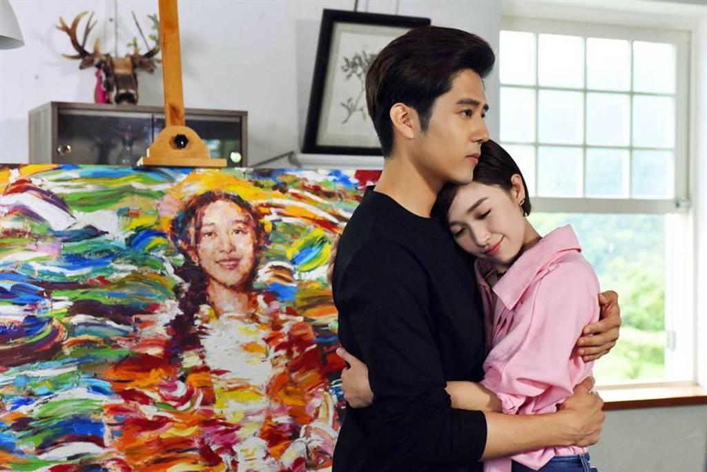 胡宇威、鬫清子在《那刻的怦然心動》中飾演學長學妹。(中天娛樂台提供)