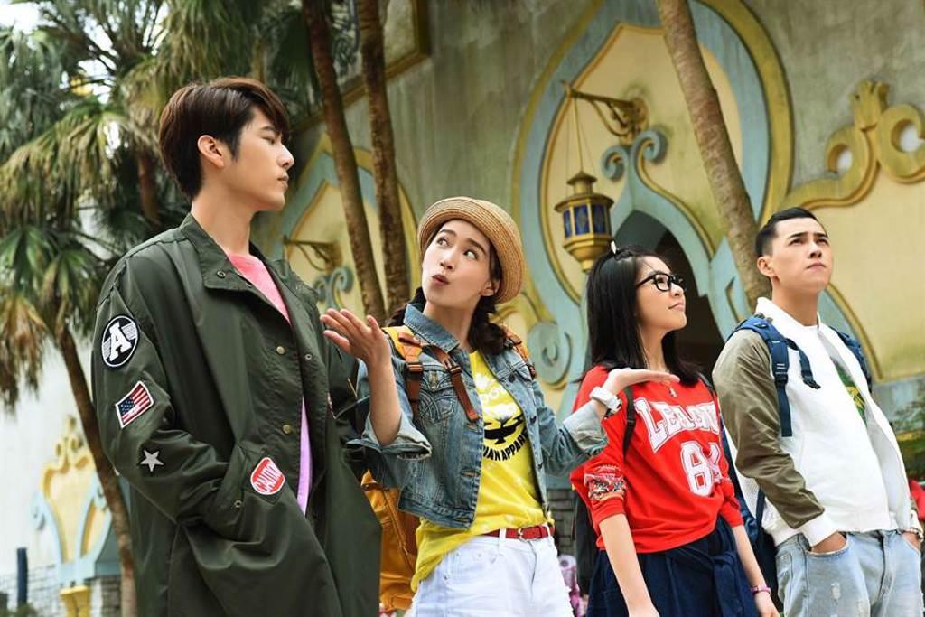 《那刻的怦然心動》劉可珊、洪堯、鬫清子、胡宇威赴遊樂園取景。(中天娛樂台提供)