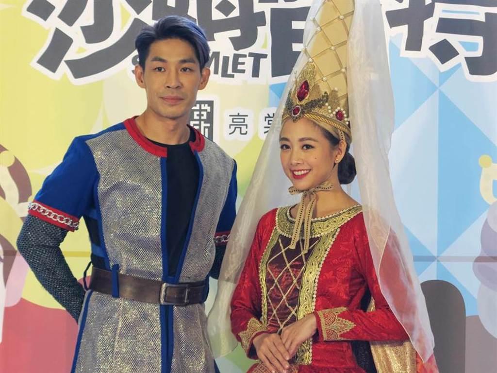 藍鈞天、吳映潔在舞台劇《莎姆雷特》中飾演情侶,有一段深刻的感情糾葛。(亮棠文創提供)