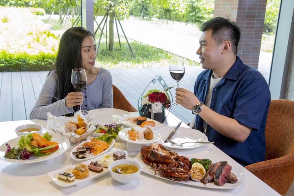 台北六福萬怡酒店除推出優雅情人節套餐,亦釋出客房推出情人住房專案。(圖/六福旅遊集團)