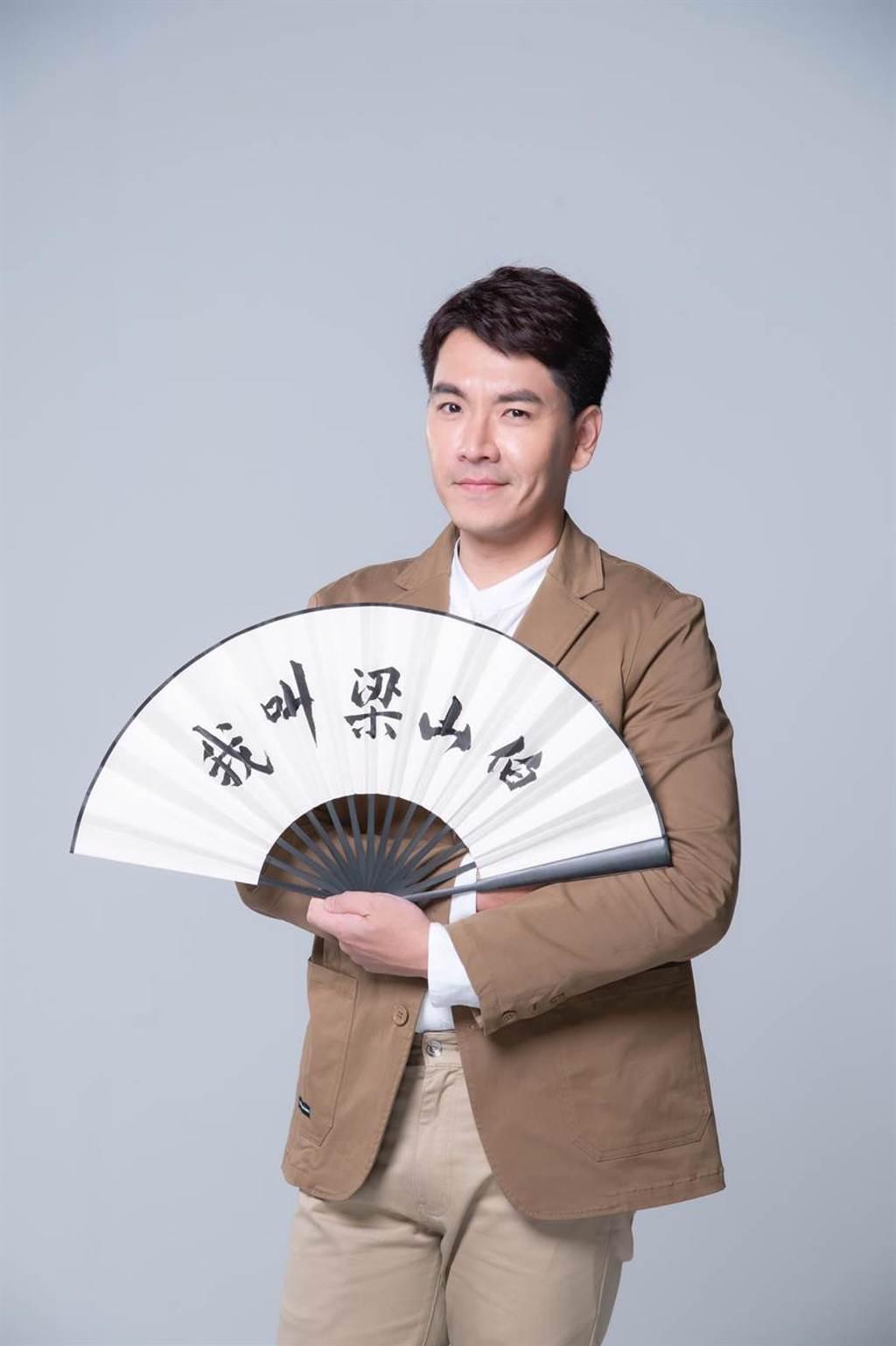 王傳一在緯來電影台全新電視電影《我叫梁山伯》中飾演單身處男「梁山伯」。(緯來電影台提供)