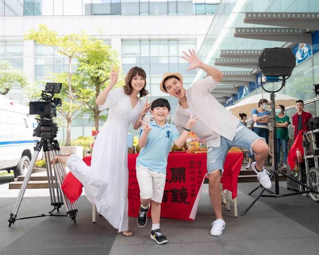 王傳一在《我叫梁山伯》追求飾演單親媽媽的方語昕。(緯來電影台提供)