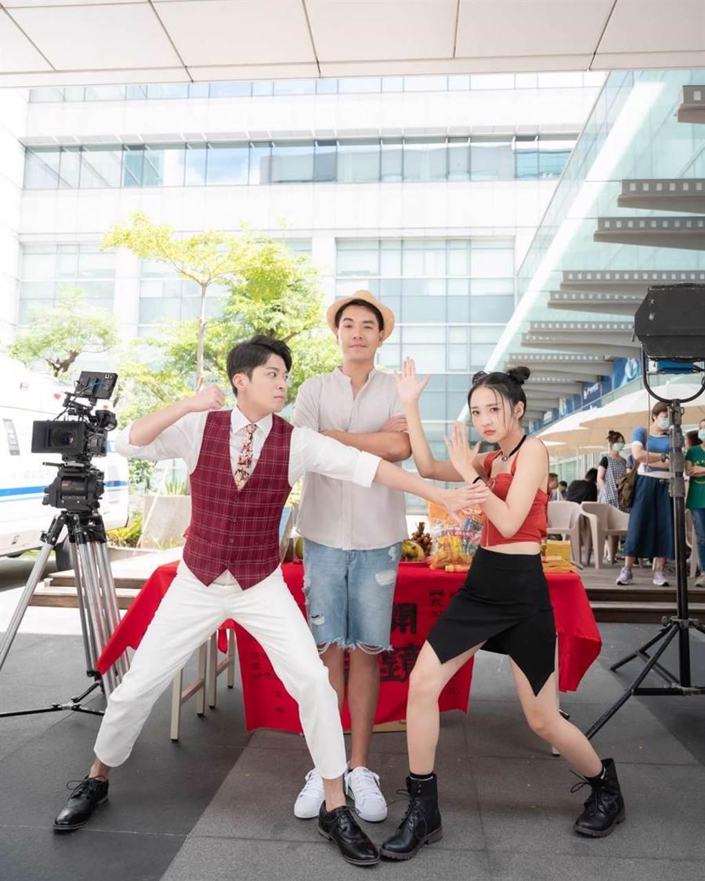 《我叫梁山伯》昨開鏡,左起為侯彥西、王傳一、李沐。(緯來電影台提供)