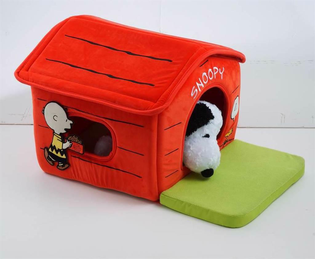 Snoopy粉絲錢包失守,毛孩可以用與Snoopy同款的寵物屋。(HOLA提供)