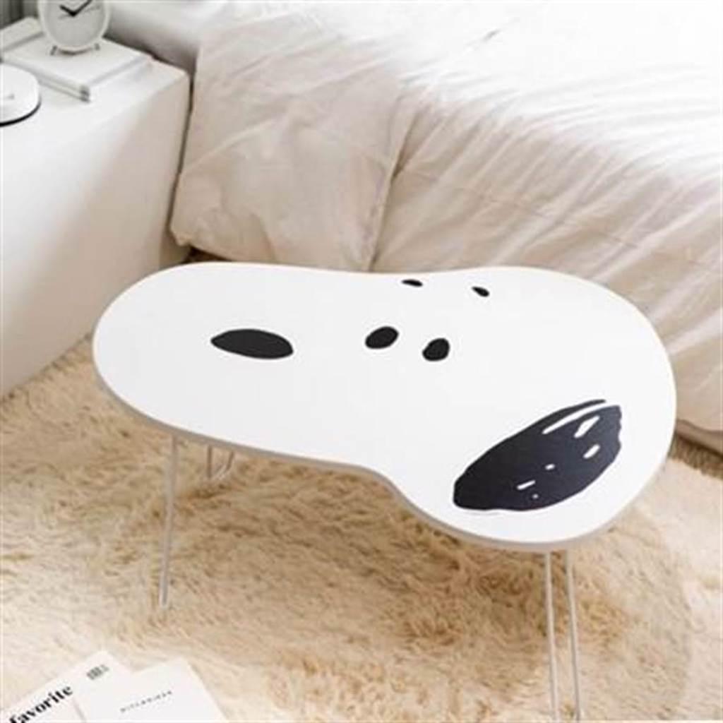 Snoopy粉絲錢包失守,HOLA推出Snoopy桌子。(HOLA提供)
