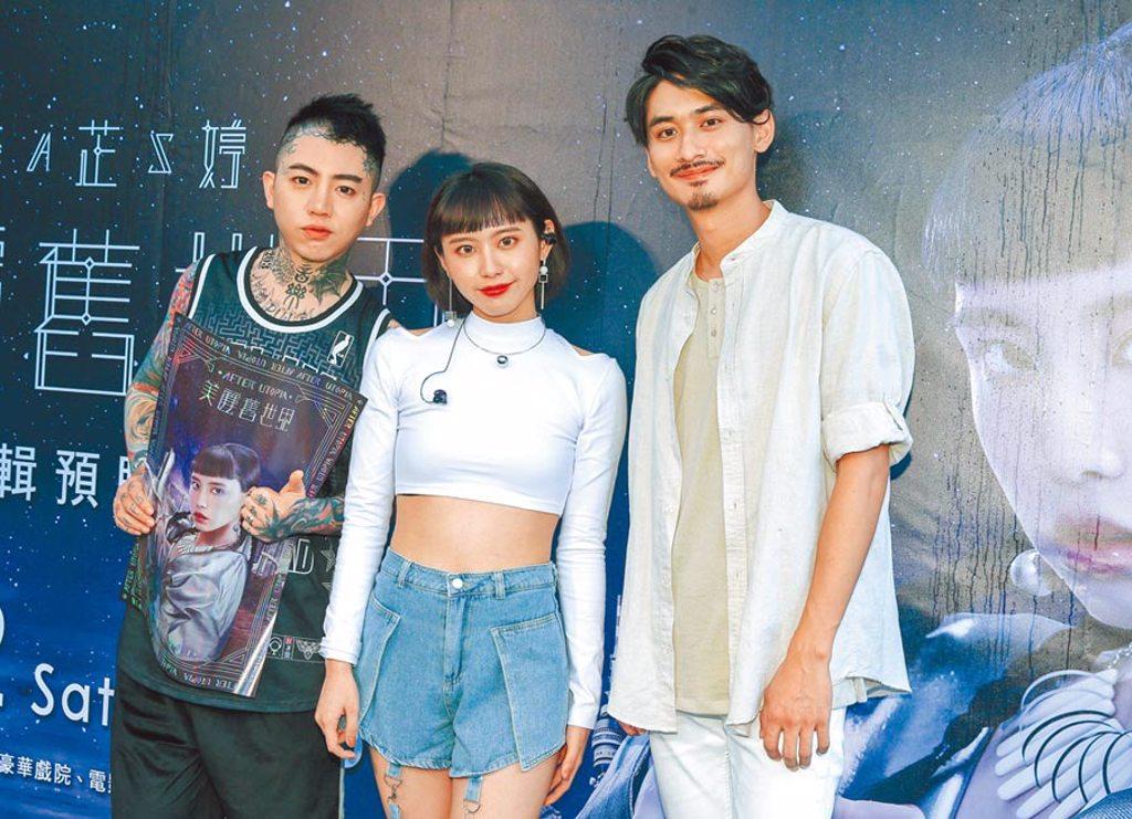 李芷婷(中)昨辦預購簽唱會,謝和弦(左)、劉學甫到場力挺。(粘耿豪攝)