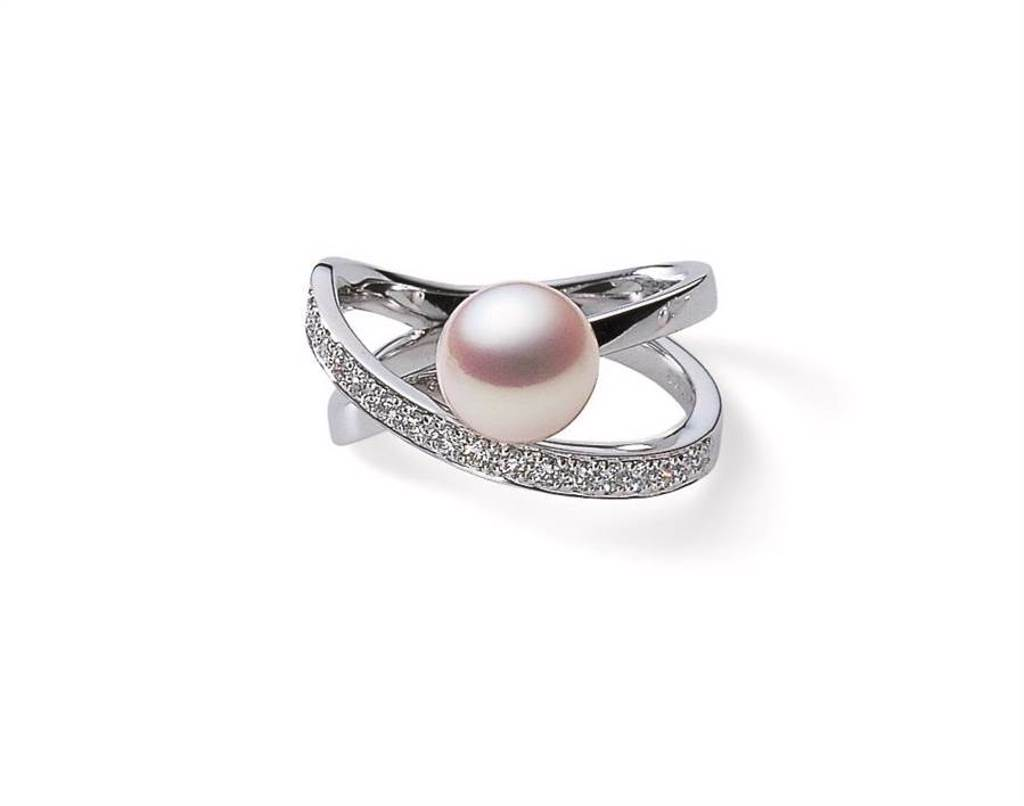 MIKIMOTO珍珠鑽戒,日本Akoya珍珠直徑約7.75mm ,約6萬元。(MIKIMOTO提供)