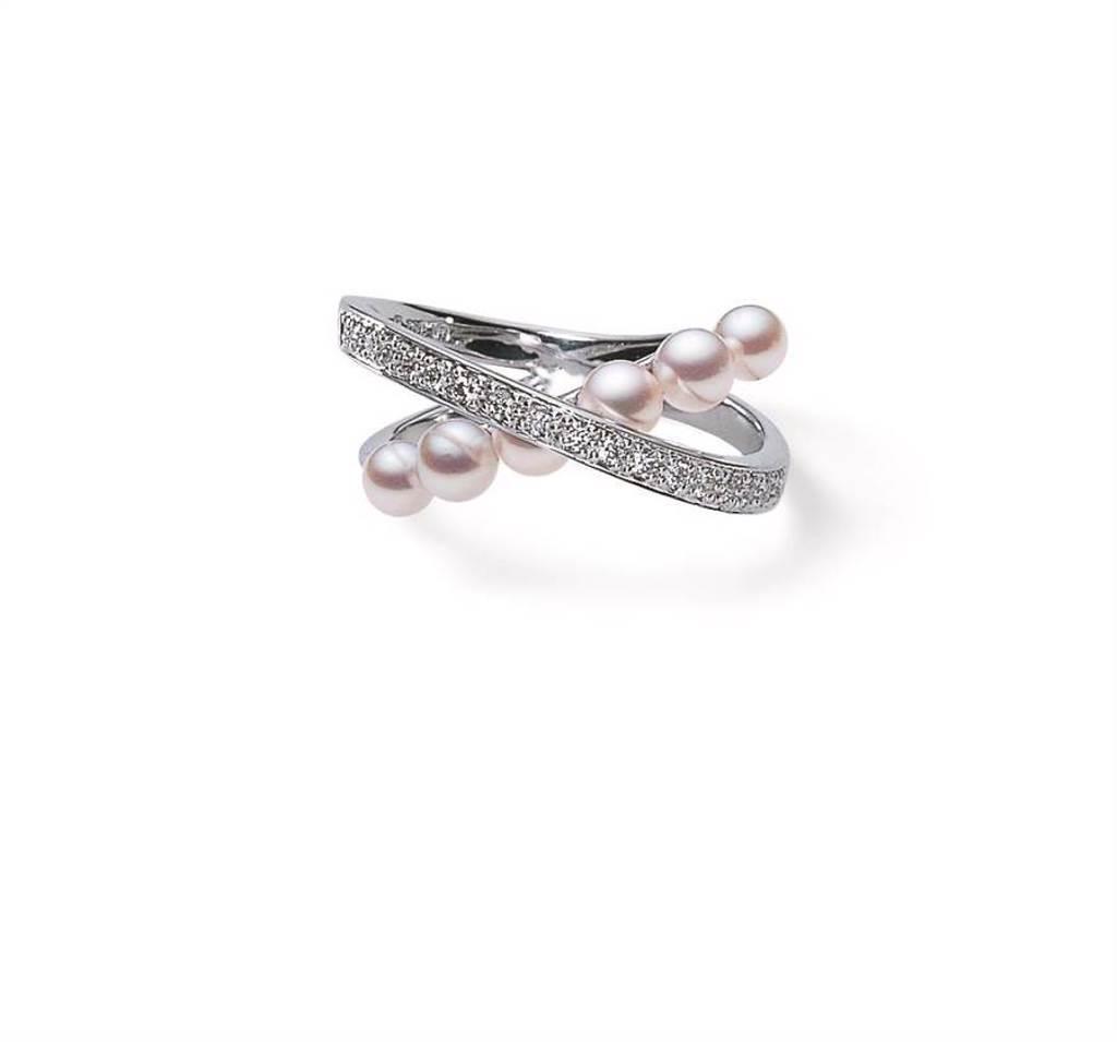 MIKIMOTO珍珠鑽戒,日本Akoya珍珠直徑約3.50mm至3.75mm,約5萬3000元。(MIKIMOTO提供)