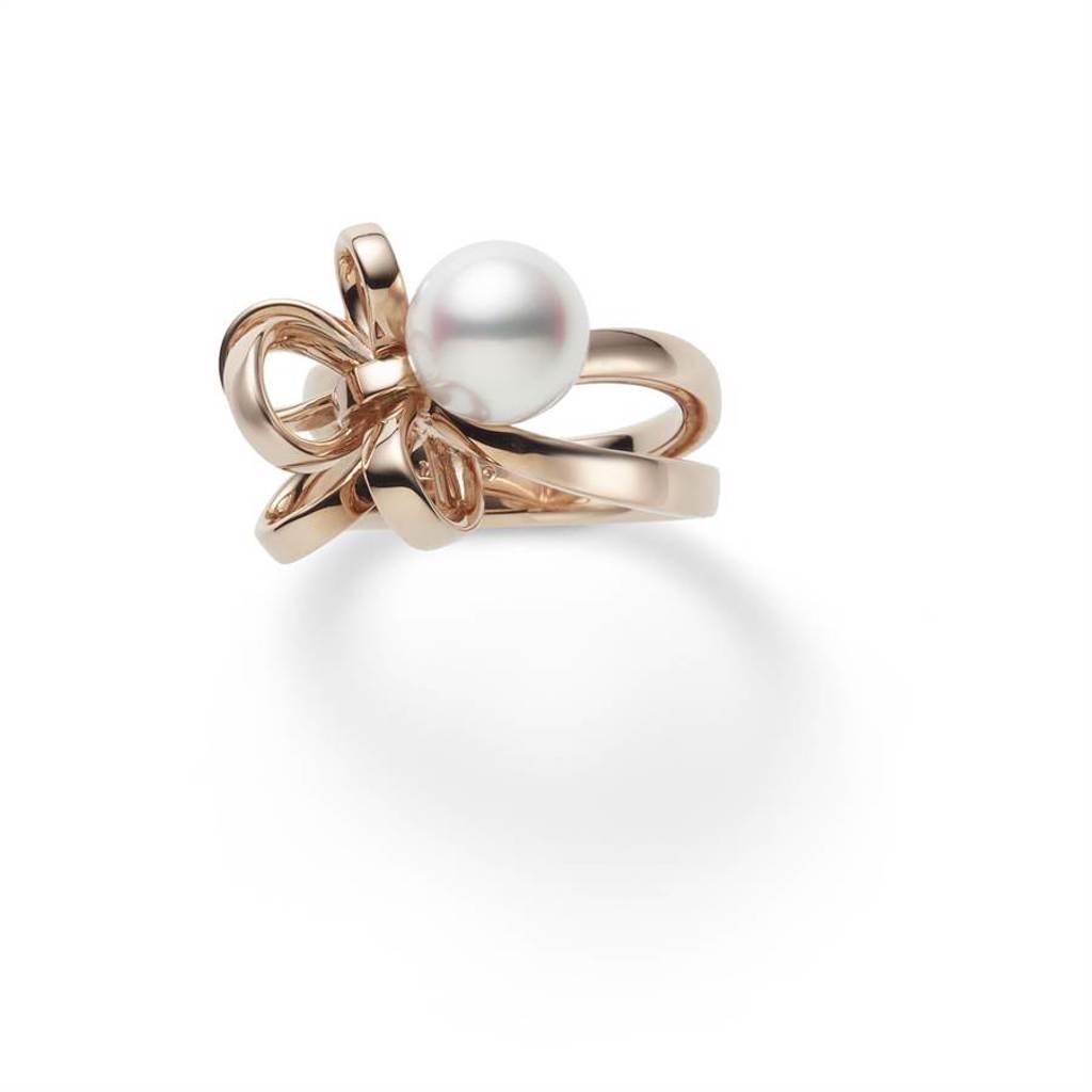 MIKIMOTO Jeux de Rubans系列珍珠戒指,日本Akoya珍珠直徑約8.5mm,約11萬3000元。(MIKIMOTO提供)