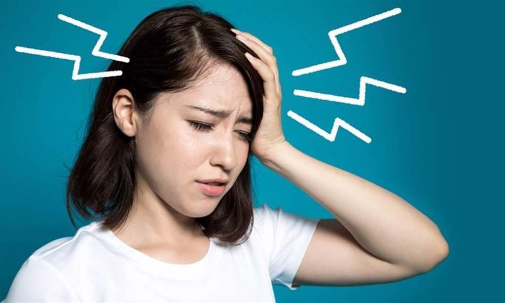 偏頭痛雖不至於致命,但卻影響生活品質甚鉅,世界衛生組織2018年將其列為年輕人失能疾病第一名。(達志影像/shutterstock)