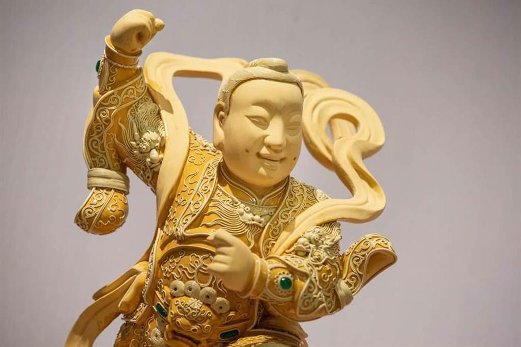 神像身上的漆線雕鮮少有人注意,線條細膩,能賦予神像華麗或氣勢的外觀。(袁庭堯攝)