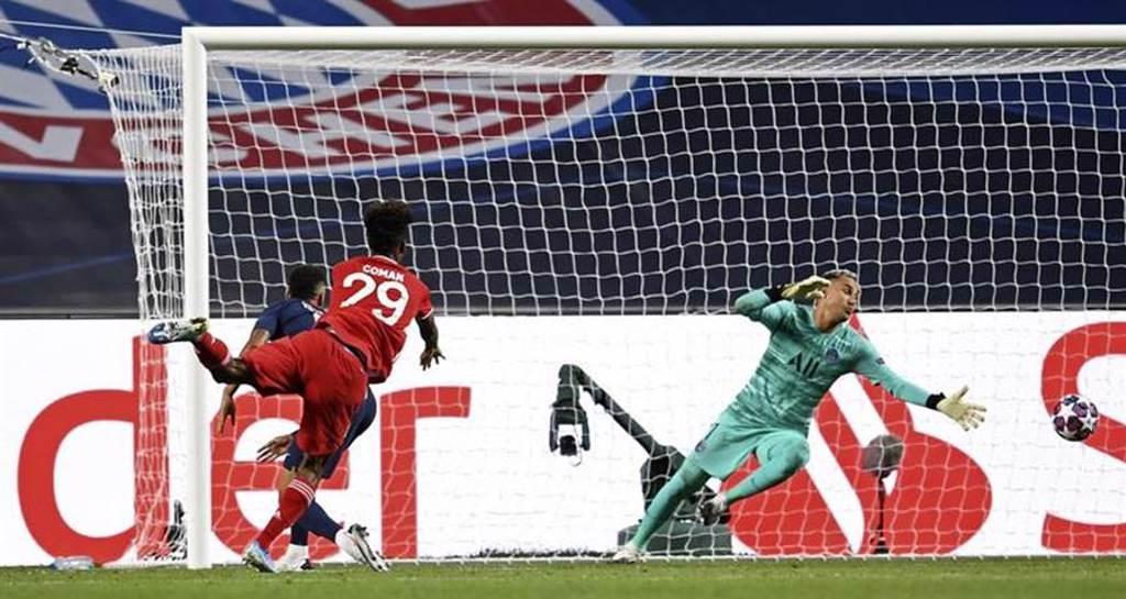 拜仁慕尼黑科曼(左)在歐冠決賽頭槌破門,攻入全場唯一進球。(美聯社)