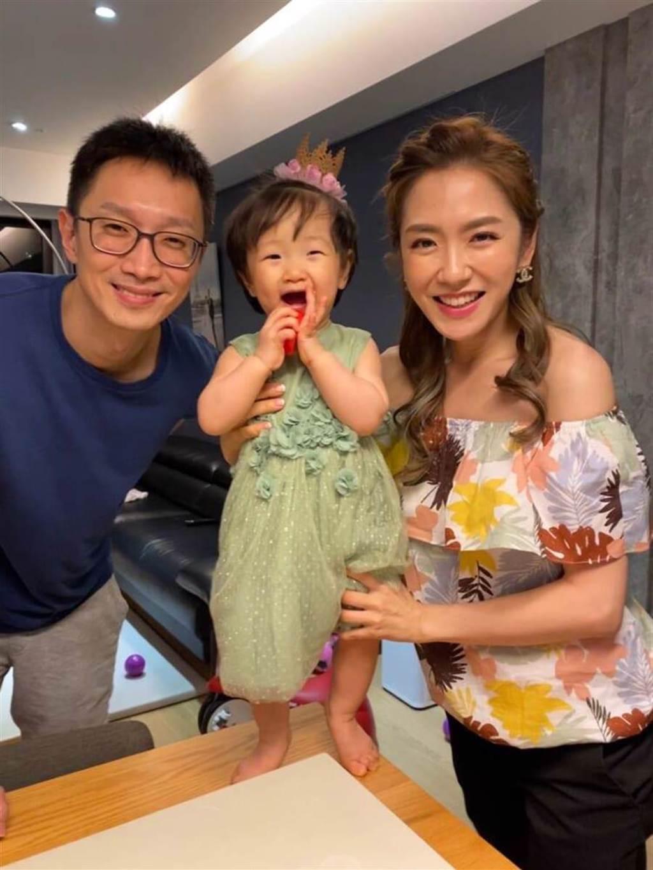 楊千霈夫妻與小女兒。(經紀人提供)