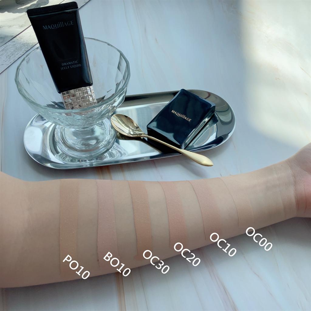 星魅裸紗慕絲粉蜜共有6個色選,附特製粉撲、粉撲盒。(圖/邱映慈攝影)
