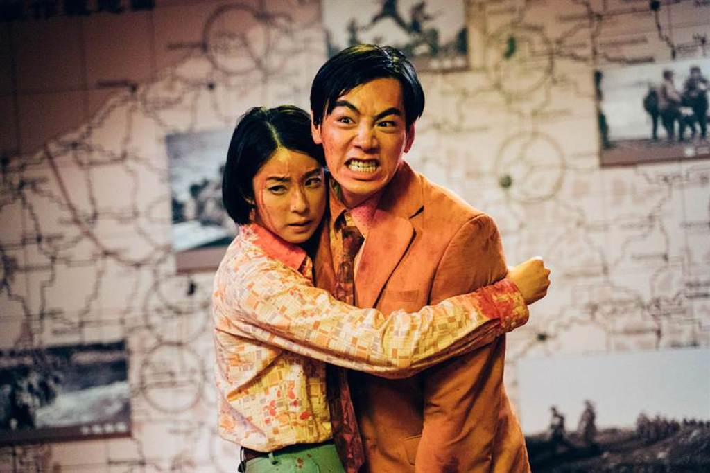 賴雅妍(左)與禾浩辰深情相擁。(華映娛樂提供)