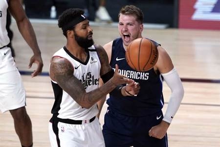 NBA》連兩場大三元還不滿足 東契奇絕殺快艇