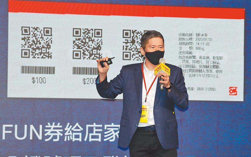文化部長李永得表示,2.0的屬性為紙本藝FUN券,只要有健保卡,嬰兒也可由父母代為領取。(實習記者張懿文攝)