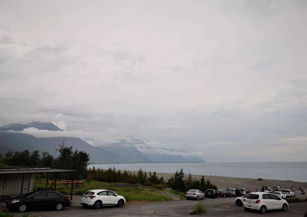 ▲位在七星潭附近,魚刺人有著得天獨厚的觀海景觀。