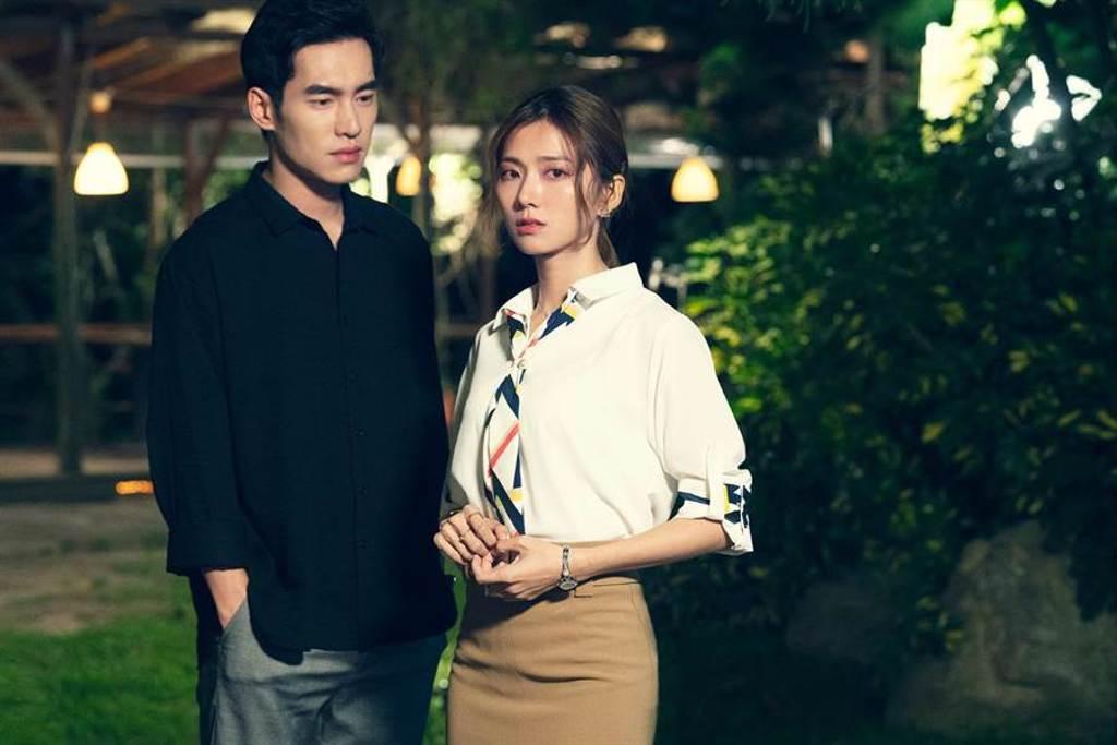 張書豪(左)與蔡黃汝在《腦波小姐》是青梅足馬。(麗象影業提供)