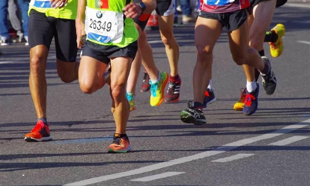曾有研究指出,跑步機的訓練效果可能不比戶外跑步。(圖片來源:Pixabay)