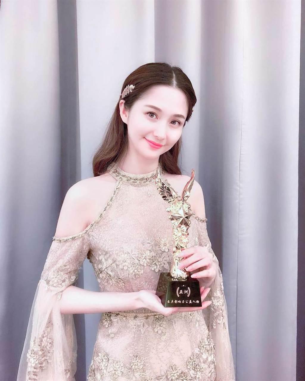 藍燕在大陸演藝圈發展順遂,並改名為藍心妍。(取自藍心妍IG)
