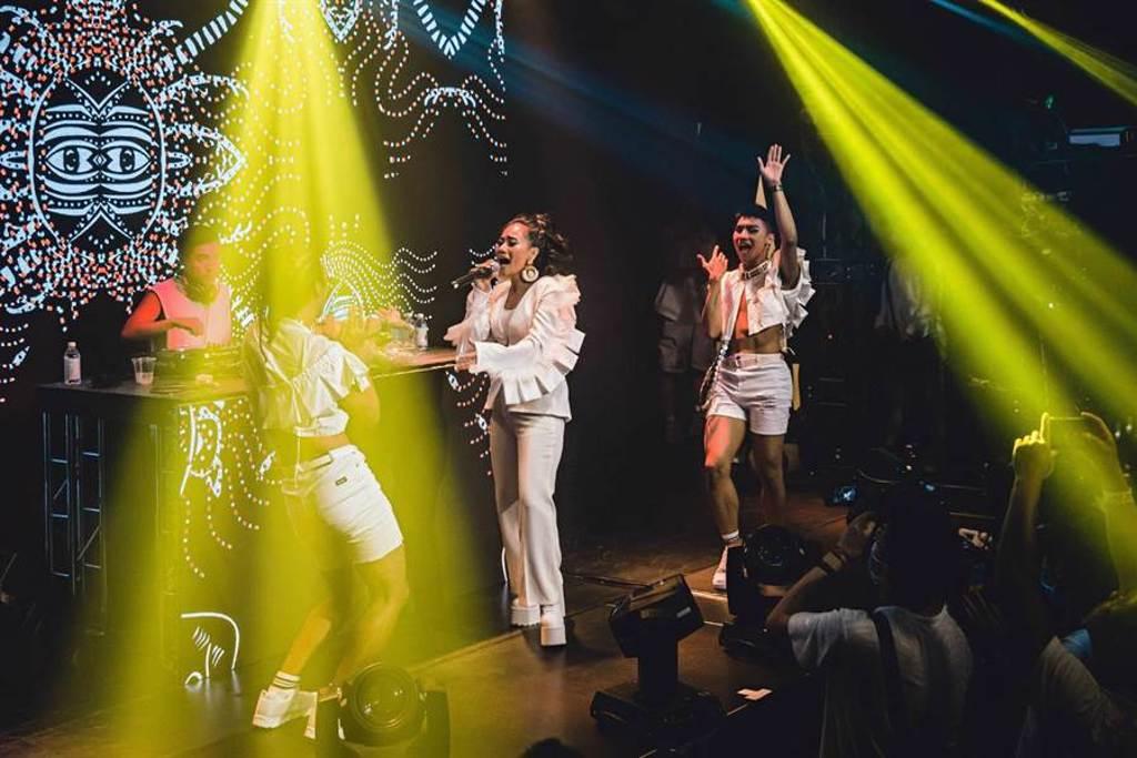 阿爆日前在Formosa Pride 夏日暖身白趴 Warm-up音樂會演出。(Formosa Pride提供)