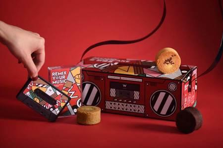 五星飯店月餅禮盒炫爆 餅吃完可當玩具、燈籠、玩音響