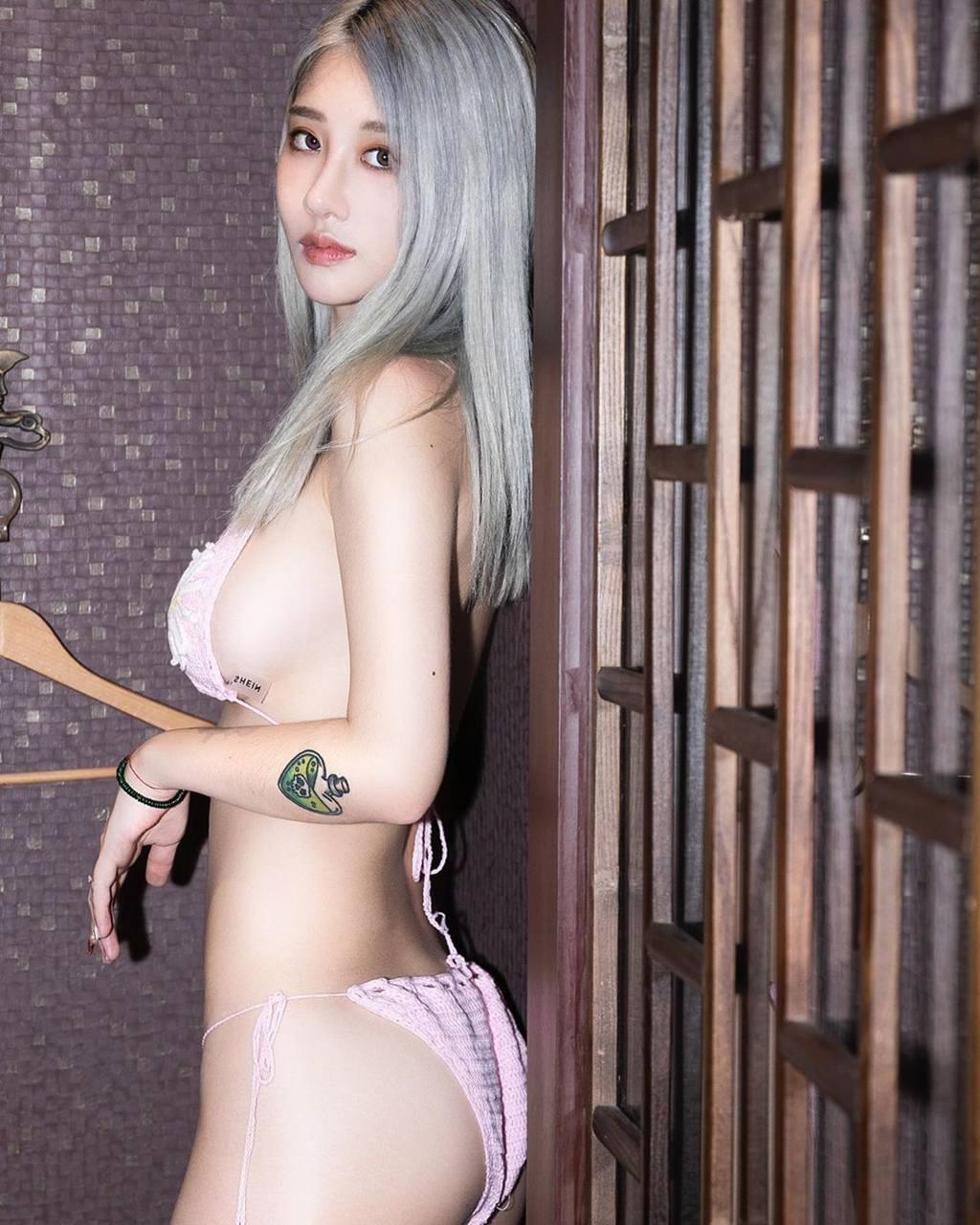 美麗妄娜誠意滿滿,各款式泳裝試穿無極限(翻攝至美麗妄娜YouTube)