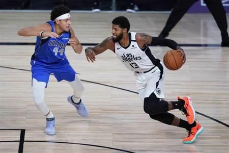 NBA》22顆三分球 快艇血洗獨行俠