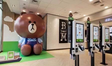 歡迎來合照! 3.5米巨型熊大店長快閃高雄 陪你一起吃麥當勞