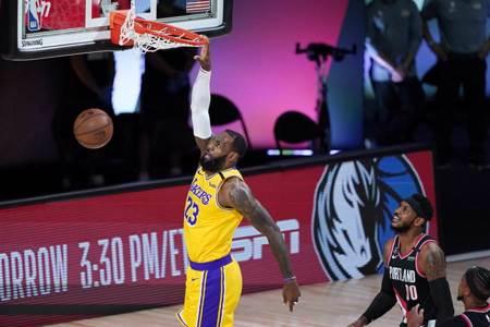 NBA》詹眉合轟79分 湖人淘汰拓荒者晉級