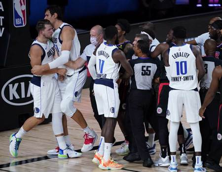 NBA》莫里斯超沒品 快艇仍退獨行俠晉級