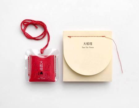 最時尚脫魯法寶 聶永真x霞海城隍廟推出「振興愛情」祈福香袋