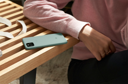Google Pixel 5好聰明 充電時可一秒變身無線充電板