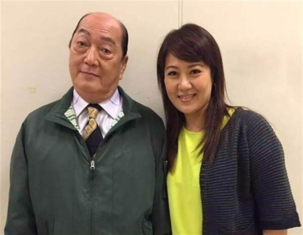 林姿佑(右)與爸爸林照雄開心合照。(年代提供)