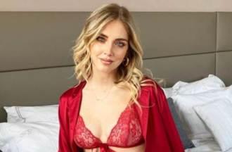 177cm女星穿聖誕薄紗巧妙遮重點 孕後美胸大升級辣翻