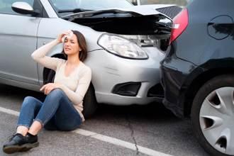女出車禍頭痛好幾天 睡醒驚覺「頭轉180度」