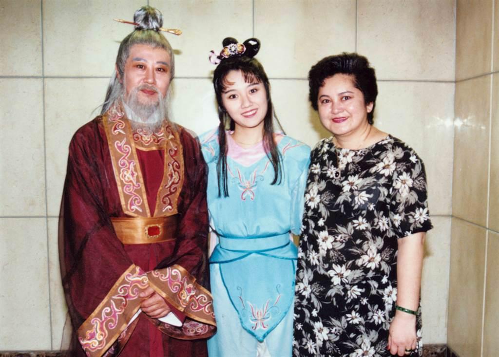 孔蘭薰(右)與女兒劉沛緹 (中)、前夫劉長鳴都是藝人。(圖/中時資料照)
