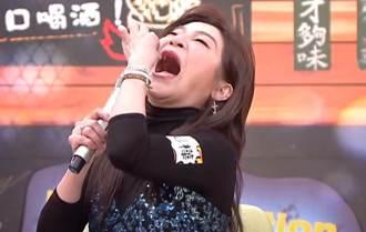 王彩樺為節目「生吞3隻金魚」淚吐演藝圈殘酷內幕