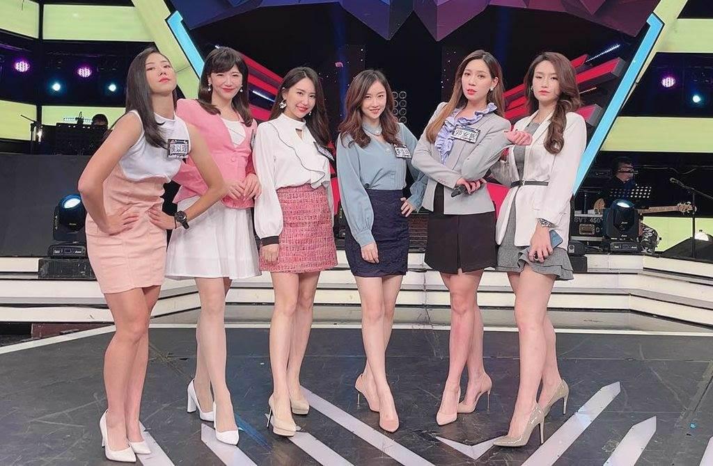 6位美女主播穿套裝排排站。(圖/翻攝自鄭亦真臉書)