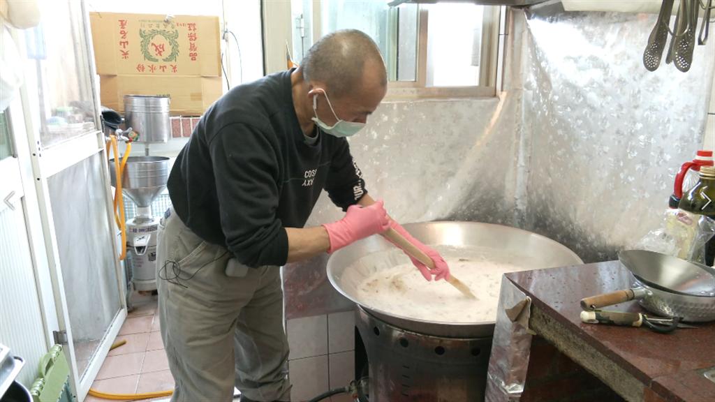 老闆在賣粿之前連廚房未曾踏進一步。(攝影/陳宏睿)