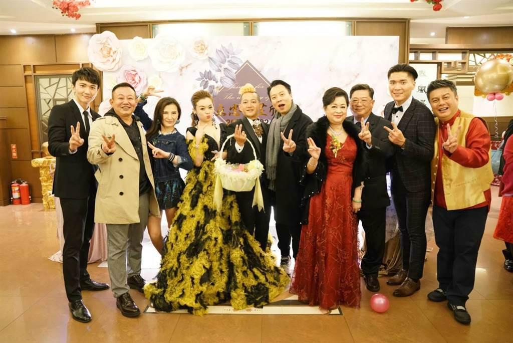 徐紫淇22日嫁入金門望族,很多好友特別飛去金門參加婚禮。(萬鴻提供)