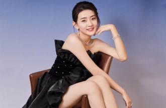 166cm氣質女星黑天鵝裙大尺度登場 細白美腿一覽無遺