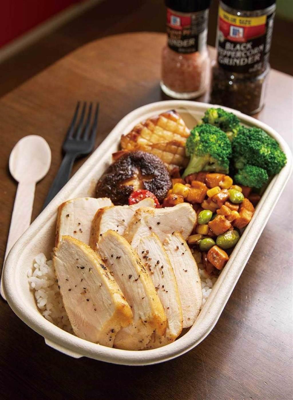 「舒服白嫩雞胸肉」是專門為健身人士設計的餐盒,熱量低、超健康。(160元)(圖/焦正德攝)