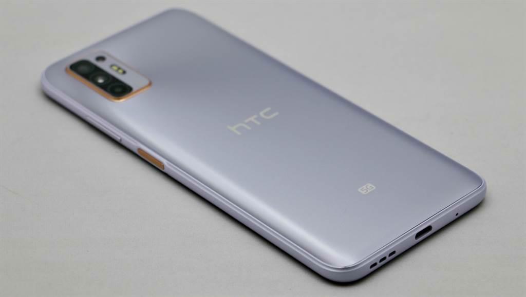 HTC Desire 21 Pro背面。(黃慧雯攝)